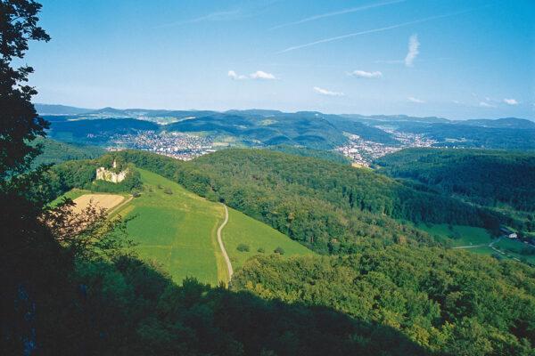 Schauenburgfluh, Blick auf Ruine Neu Schauenburg Richtung Frenkendorf